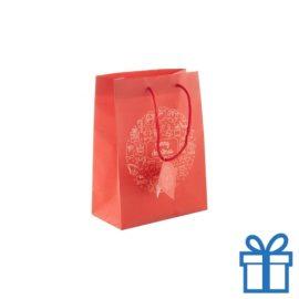 Kleinere geschenktas mat rood bedrukken
