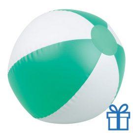 Opblaasbare strandbal wit groen bedrukken