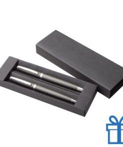 Pennenset aluminium grijs