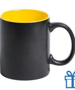 Zwarte mok binnenkant geel bedrukken
