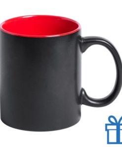 Zwarte mok binnenkant rood bedrukken