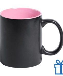 Zwarte mok binnenkant roze bedrukken